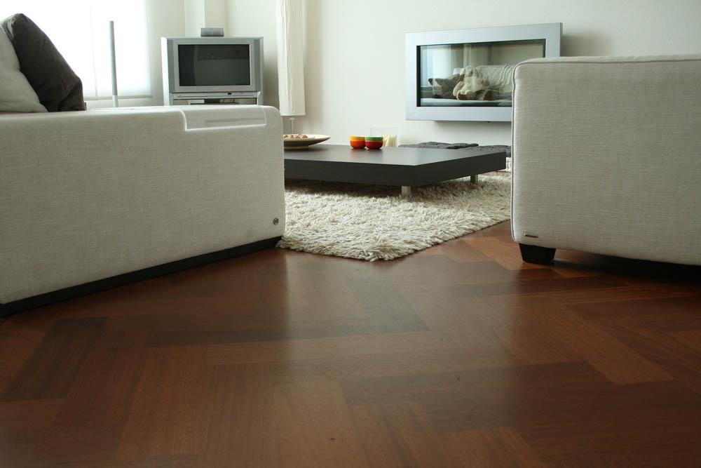 Visgraat vloer in Dongen