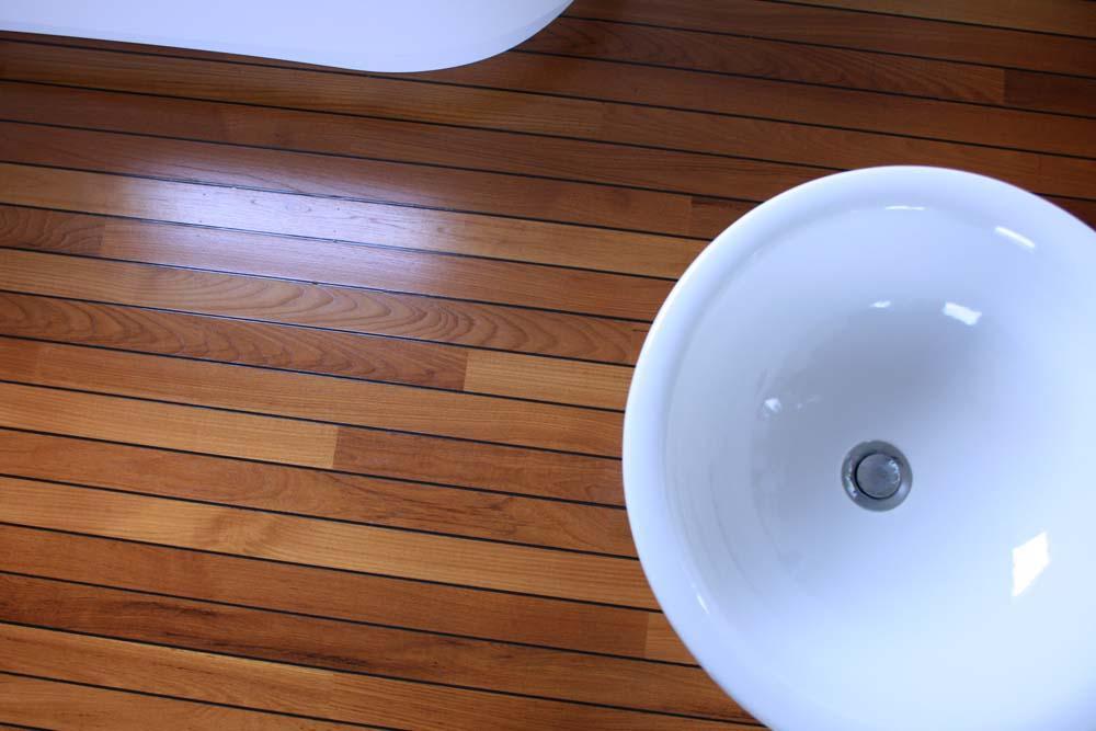 Teak Vloer Badkamer : Scheepsdekvloer in een badkamer parketmeester