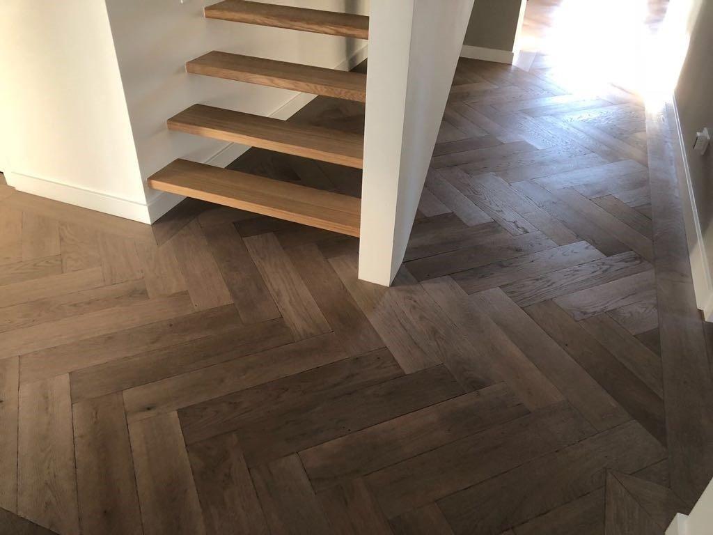 Visgraat-vloer-Waalwijk-gerookt-greywash-2
